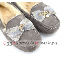 UGG DAKOTA ARROWS & HEART GREY