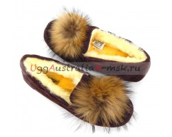 UGG DAKOTA POM POM PORT